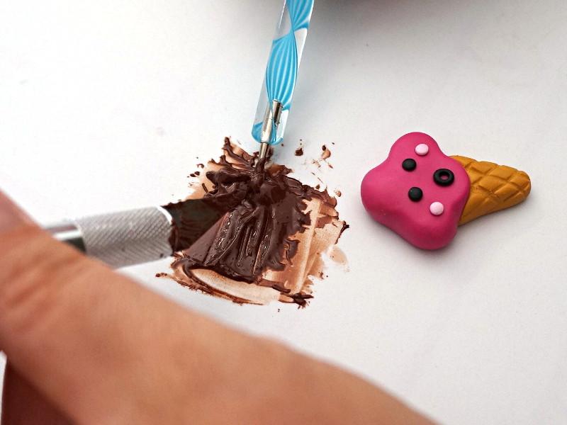 Fabriquer un coulis avec de la fimo liquide et de la fimo couleur chocolat
