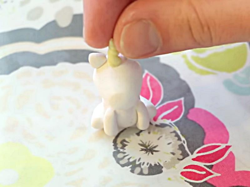 Montage de la corne de la licorne kawai